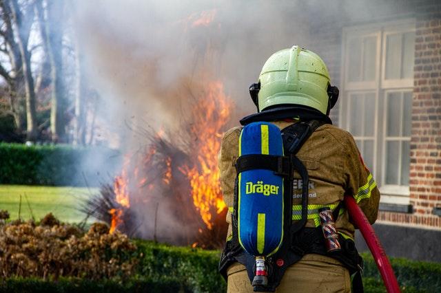 Wat te doen bij brand in je woonkamer