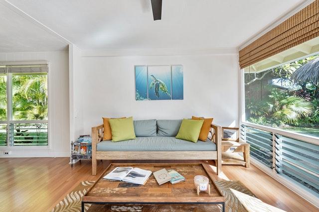 Tips om je woonkamer ruimtelijker te laten lijken